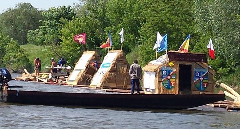 Płynie po Wiśle Flis 400-lecia Ulanowa