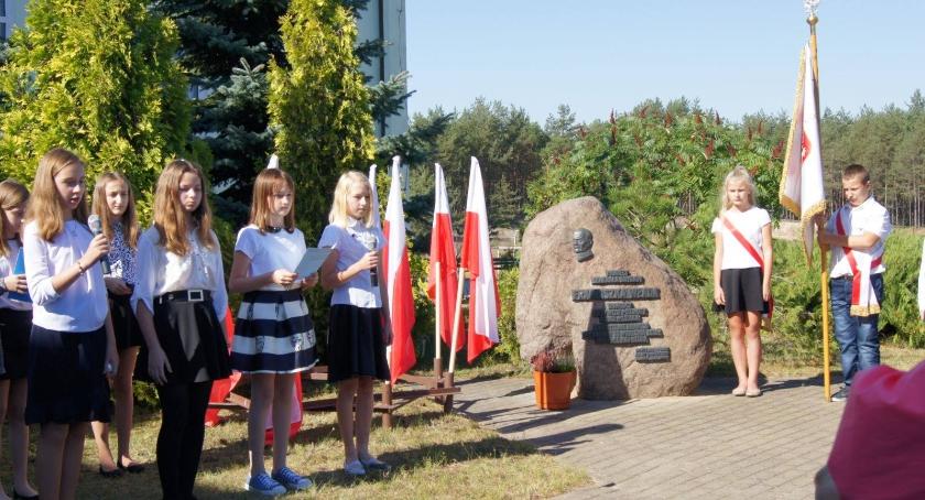 Uroczystość upamiętniająca 77 rocznicę wybuchu II wojny światowej w Szkole w Młodzieszynie.